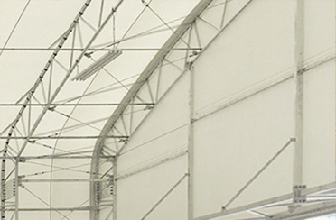 テント倉庫を内側から見た構造