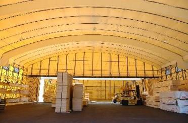 テント倉庫内部